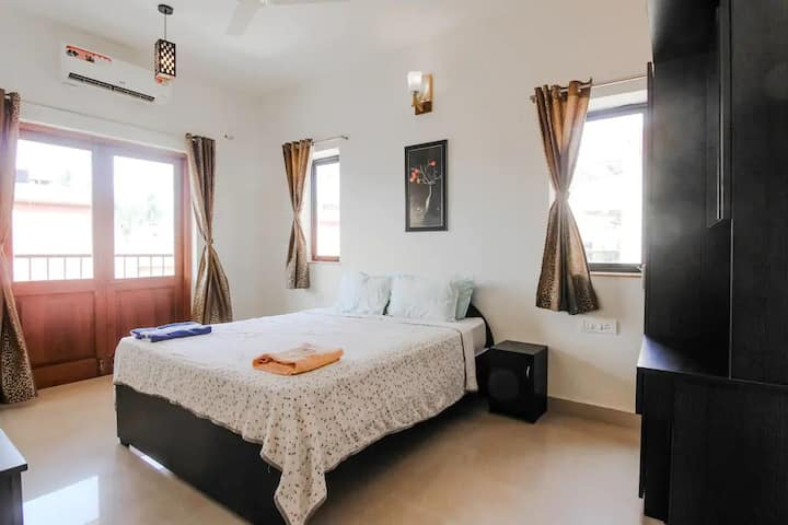 Stunning 2 BHK Apartment with Pool in Baga Arpora!