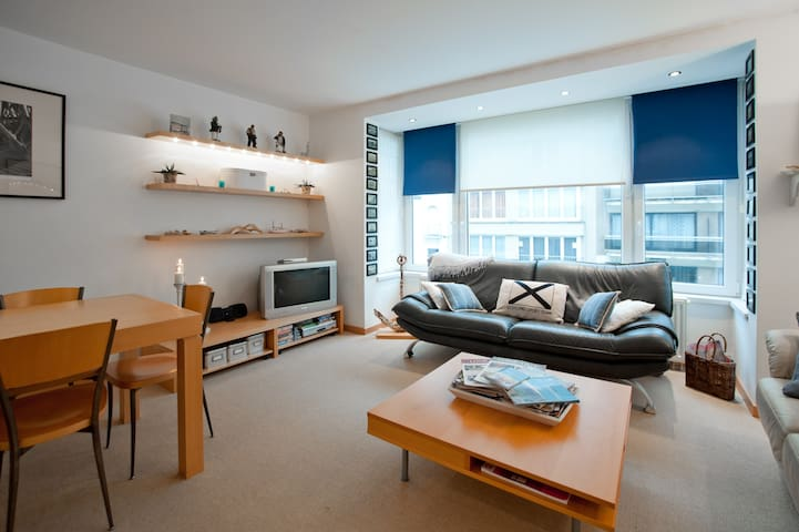 Lovely beach flat, sleeps 4-5