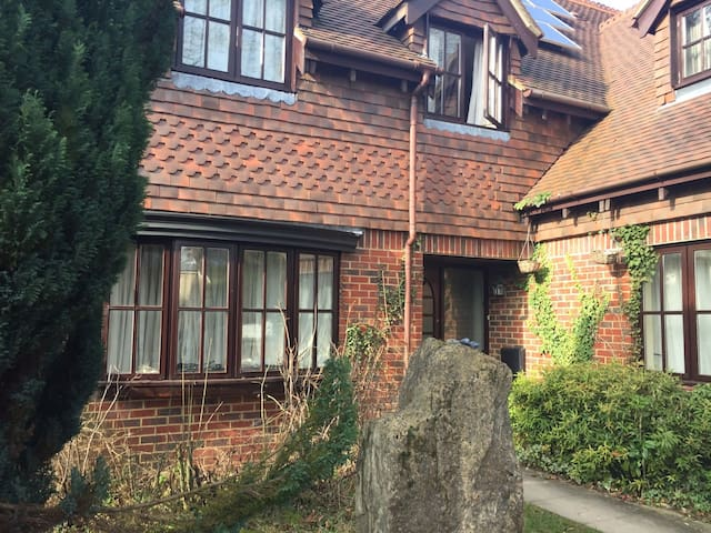 Large Double near Winchester - Free Wifi & Parking - Kings Worthy - Huis
