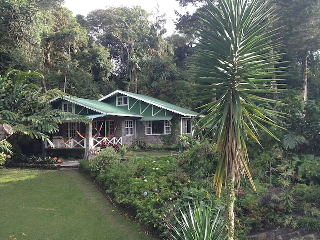 Coffee Plantation Lake House - Volcán - Hus