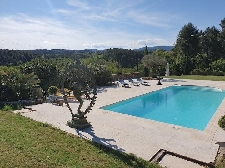 Villa grande piscine et vue panoramique Ardèche