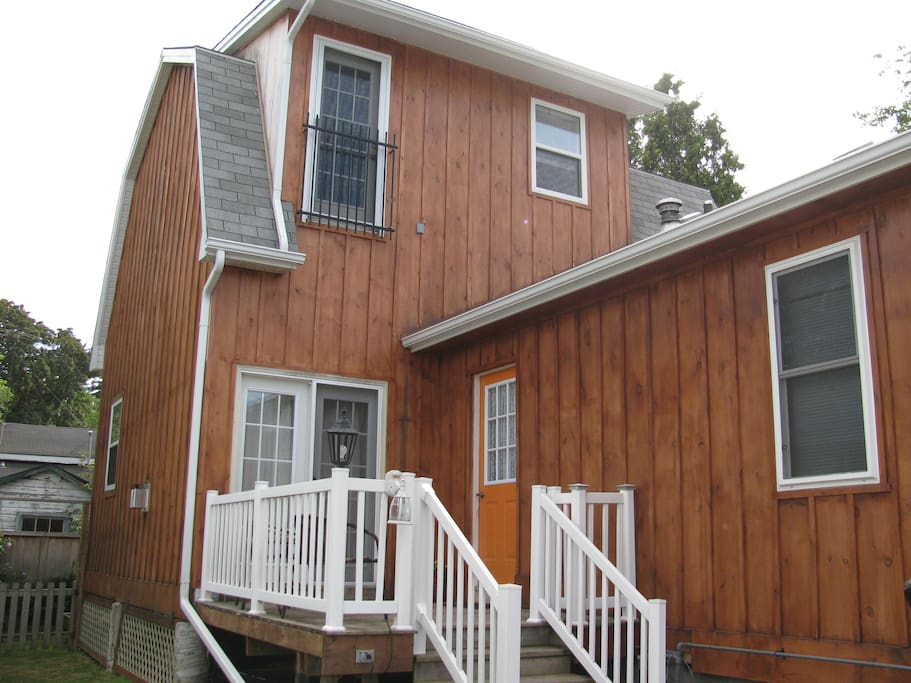 Cottage By The Marina Niagara On Thelake Cabins For