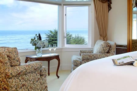 Oceanfront Victoria Room at Seven Gables Inn - Pacific Grove