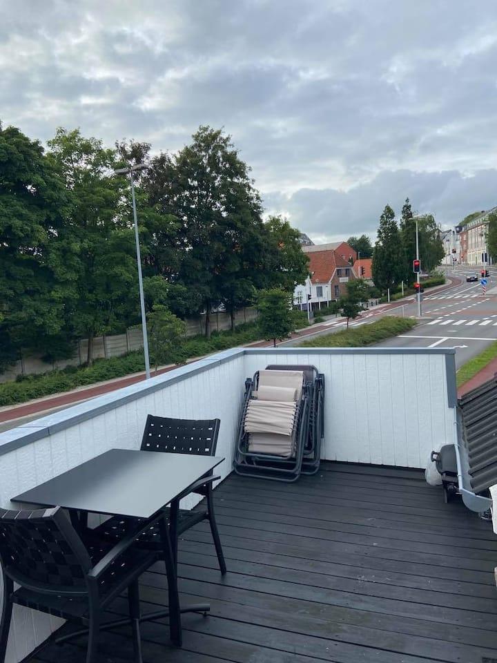 Flot lejlighed i Holstebro Centrum med stor altan.