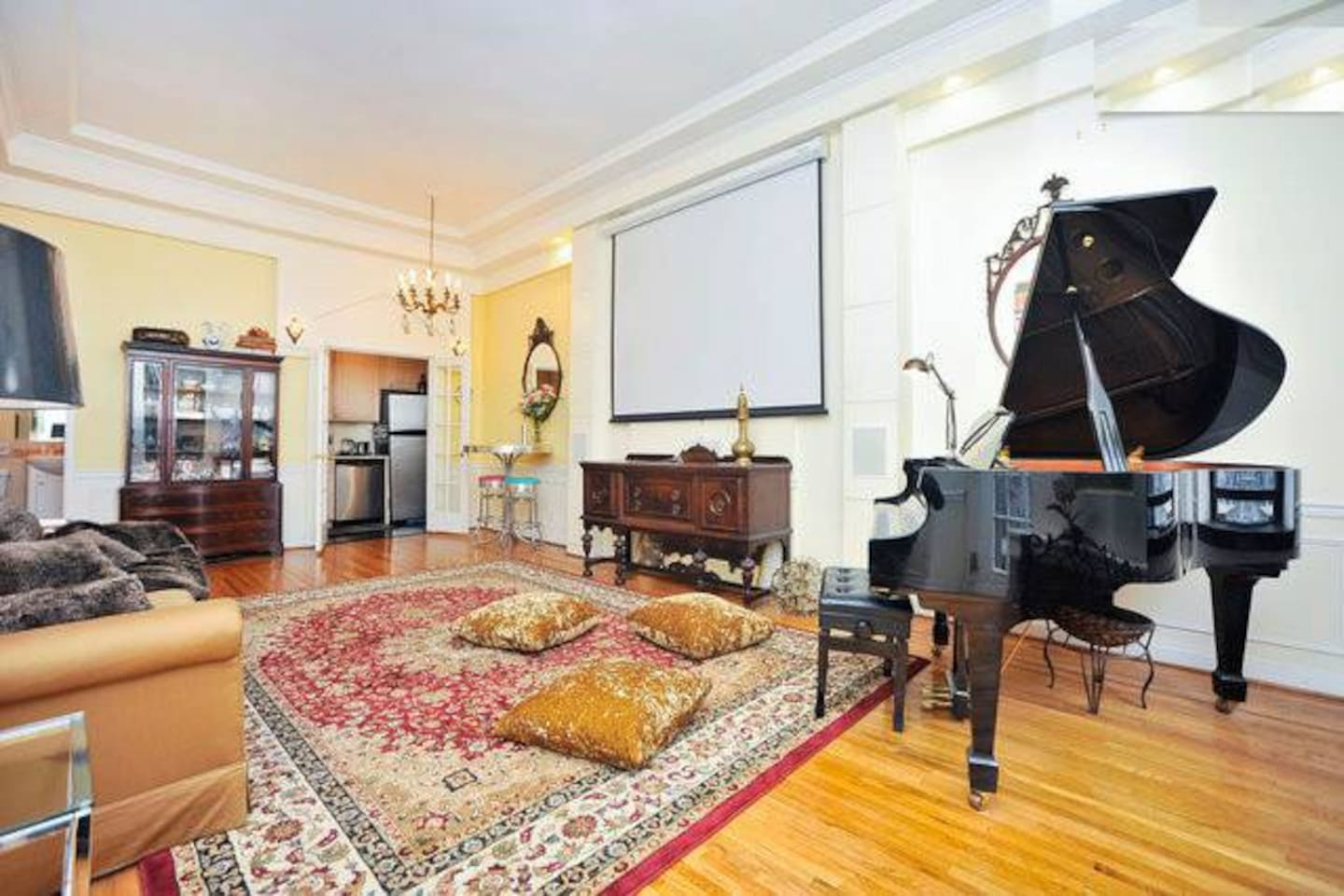 Huge living room with high ceiling, lots of light, and extra charge options - home theater system and Grand Piano!