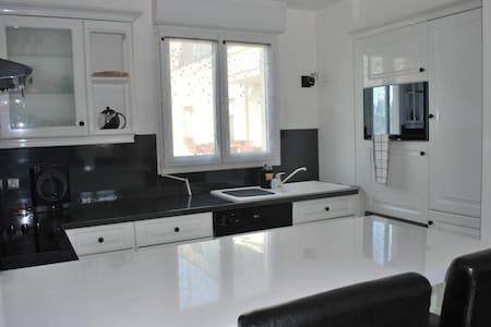 Appartement cosy à 10 mn de l'aeroport CDG - Louvres - Lägenhet