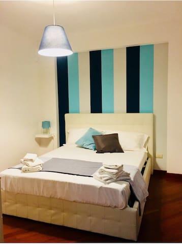 La camera da letto climatizzata e munita di bagno in camera