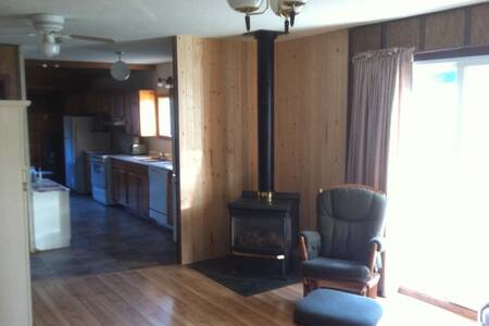 Family friendly, quiet Tobin Lake Cabin