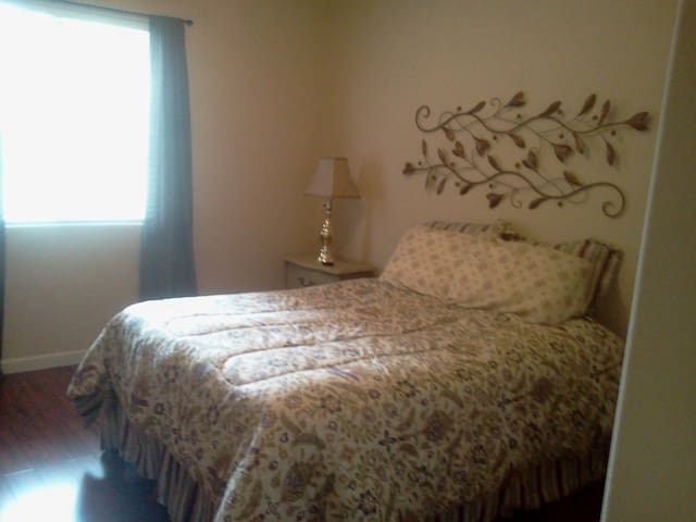Private Room in Roseville - Roseville - Apartment