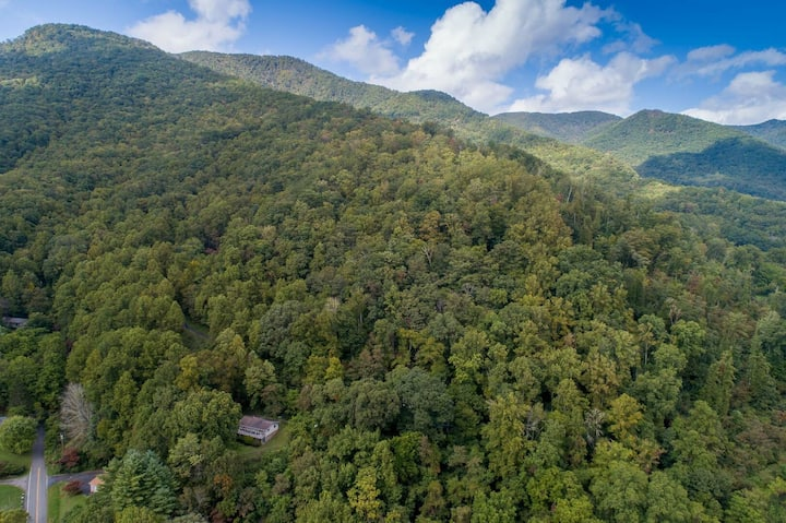 Above the Clouds - A spacious home nestled in the heart of the Smoky Mountains