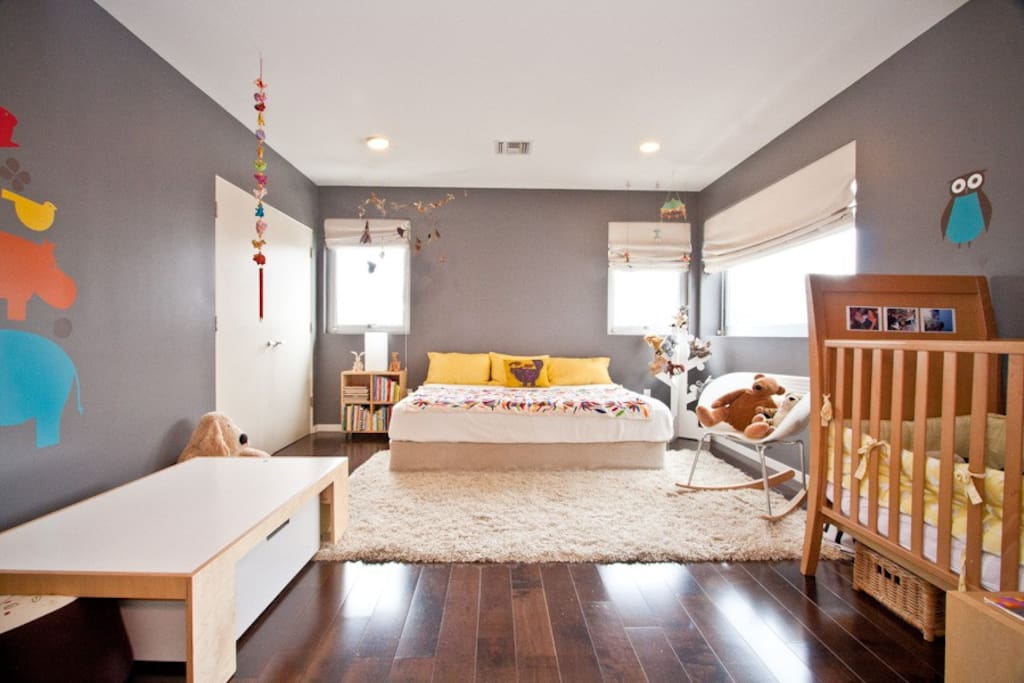 Queen size bed plus kids crib/bed