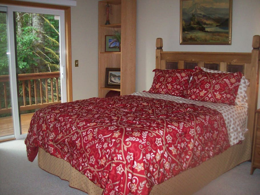 Master's bedroom w/ queen bed, with walk in closet and bathroom/shower