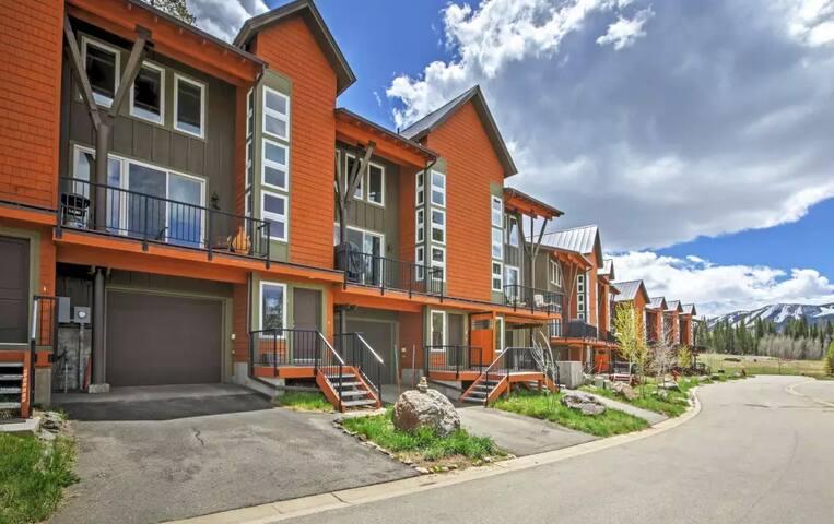 Prestigious 3BR Fraser Condo - Granby - Apartament