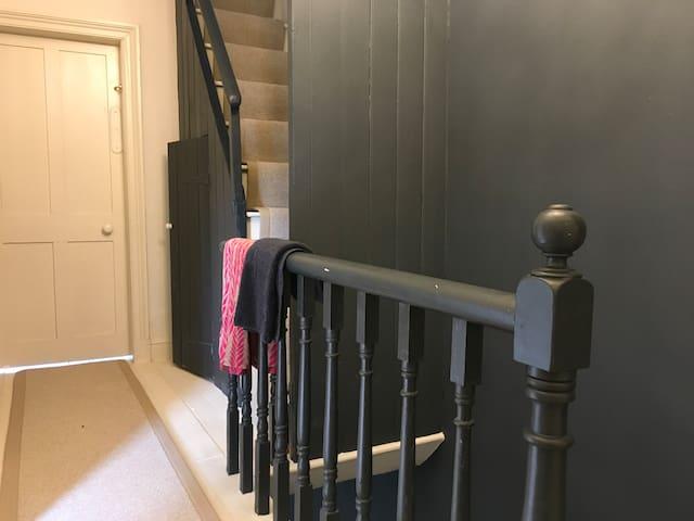 Hallway linking Bedroom, Bathroom and Lounge