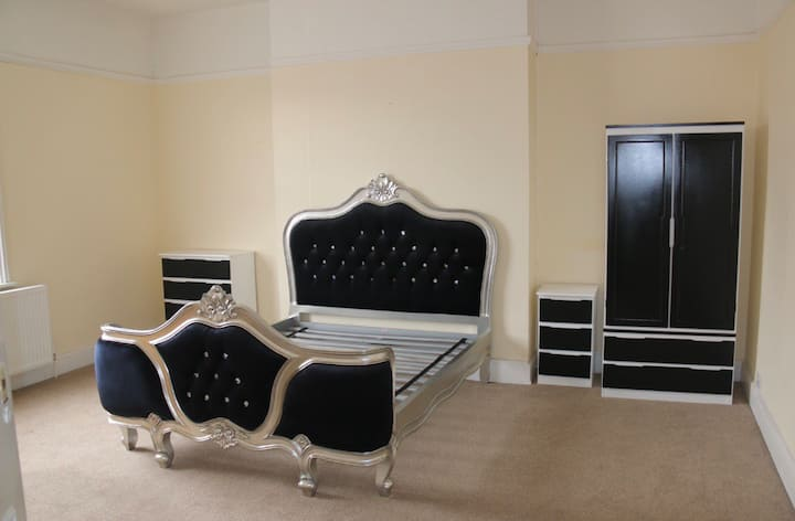 Luxury King Size Room Period House Gated Parking