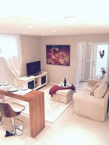 Cozy and peaceful private 2 bedrooms Suite - Calgary - Apartamento
