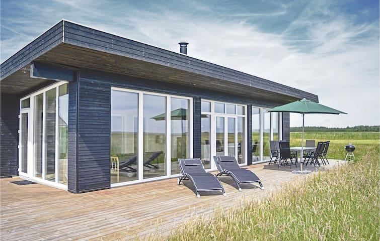 Holiday cottage with 3 bedrooms on 102m² in Hvide Sande