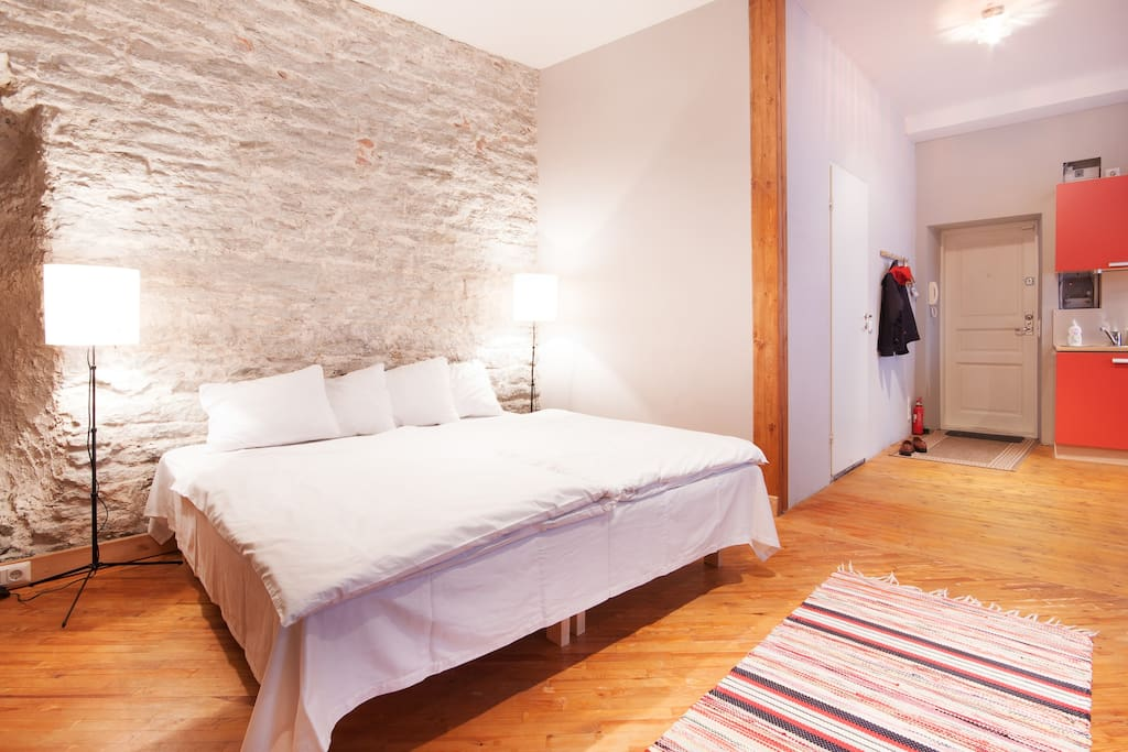 180 x 200 cm bed is against the natural limestone city wall. I used only traditional materials to renovate the apartment. Wood, natural plaster and gypsum.