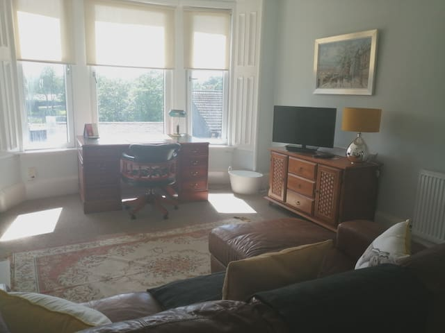 Top Floor Flat in town - river castle & park views