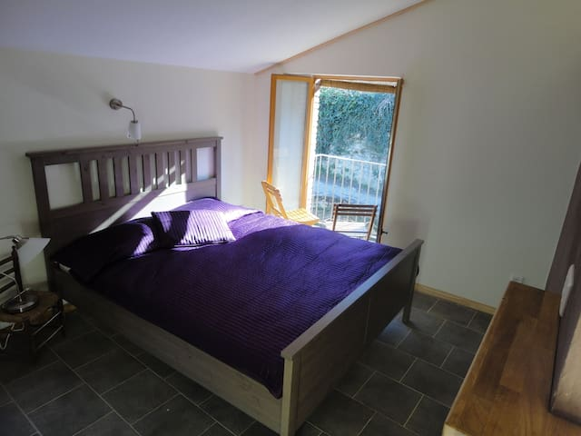Family 5, cozy & independent stay in the mountains - Montagut i Oix  - Byt