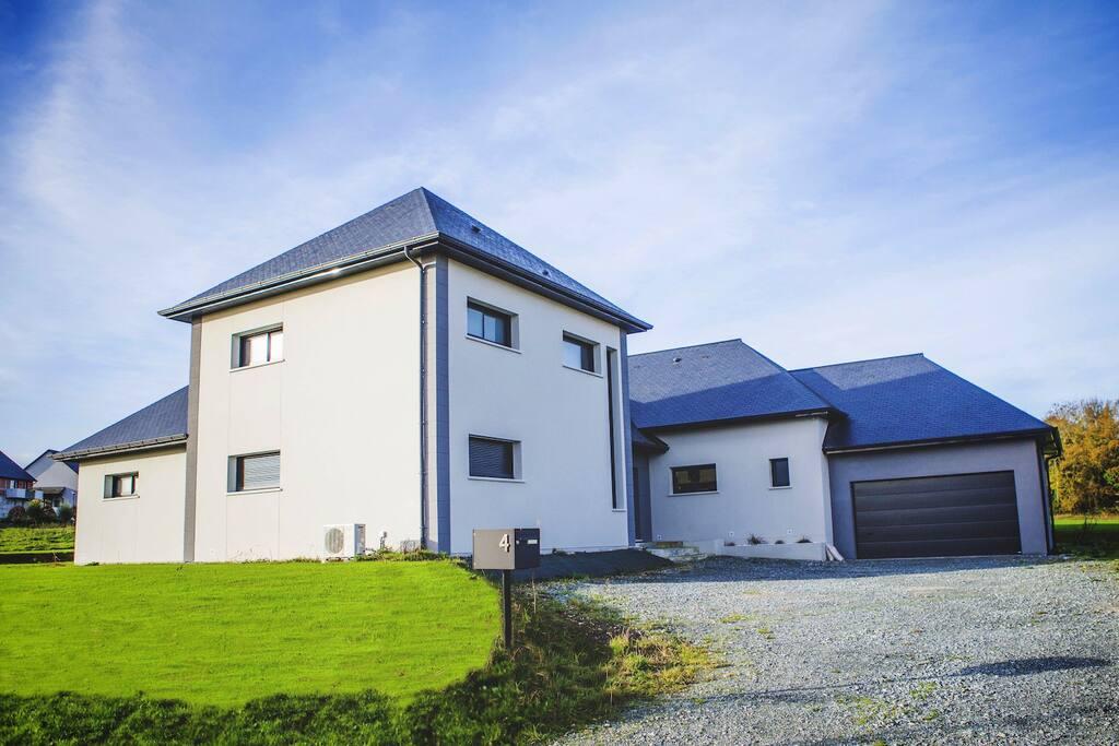 Grande maison moderne honfleur maisons louer la for Maison moderne normandie