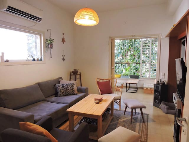 couple lovely apartment in the heart of Tel Aviv