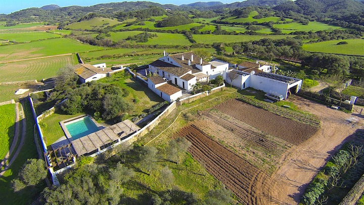 Stunning Farm in 500 acres Estate with Sea Access