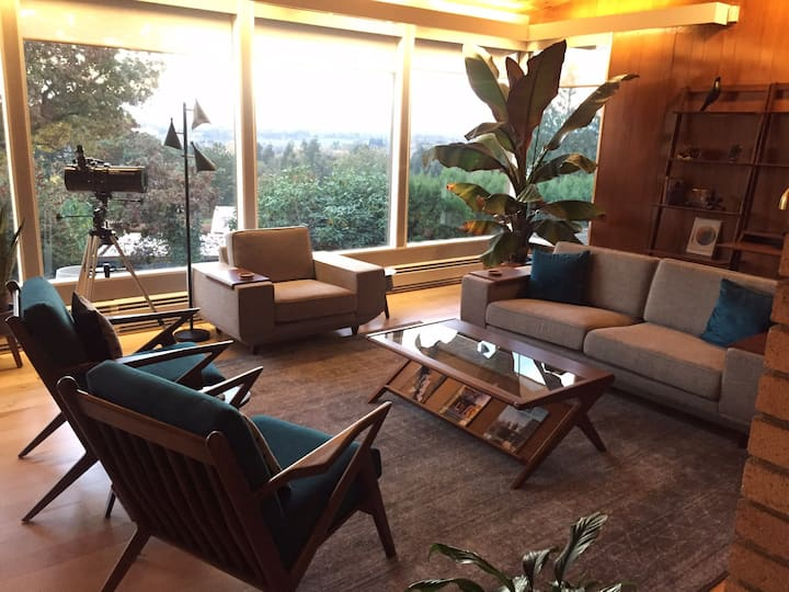 Mid-Century-Modern w/Views The Mulberry House