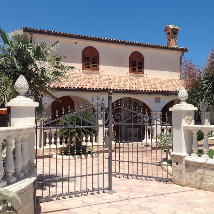 facciata esterna Villa Anto 1-2