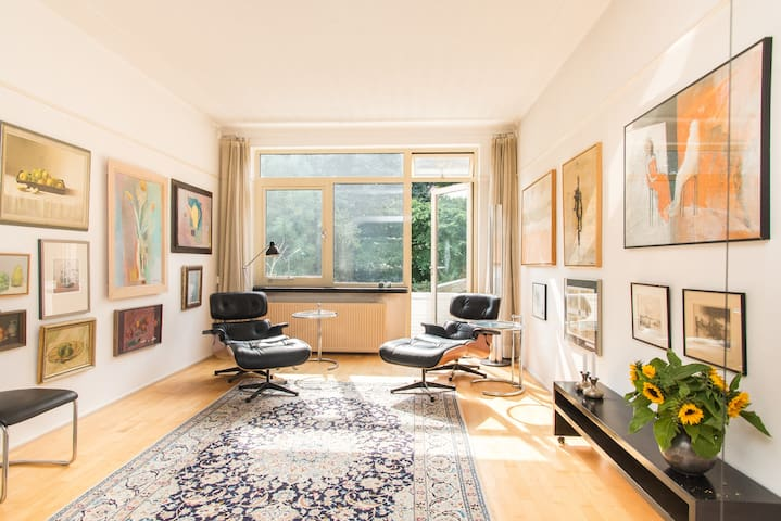 Spacious,stylish apartment - Haag - Leilighet
