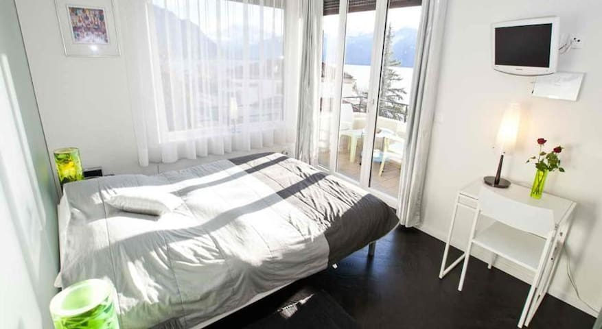 Superb Double Room in Montreux - Montreux - Bed & Breakfast