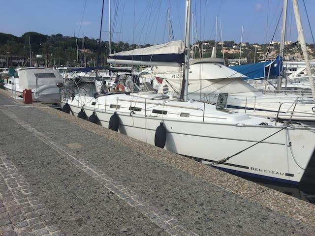 Decouvrez les plaisirs de la vie à bord et du port