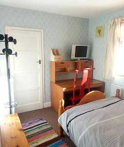 Room+WiFi, TV, desk, minifridge, MWave & kettle