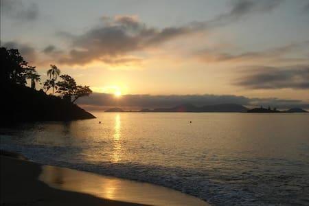 Praia Brava-Mangaratiba-RJ - Mangaratiba