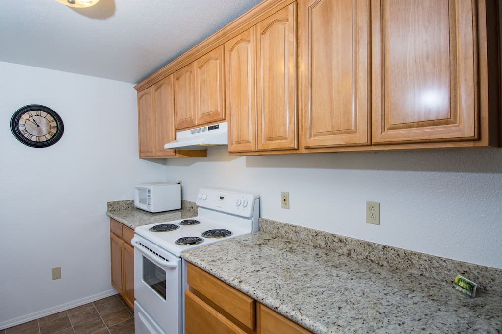 Granite counter tops in Common Kitchen! Cook alone or share with other guests!