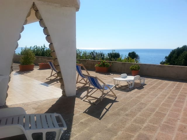 spectacular beachfront location - Bosa - Apartment