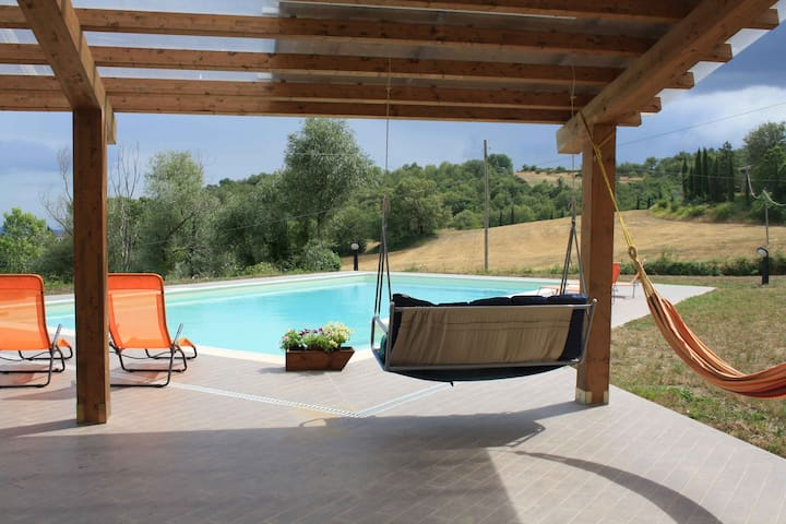 Holidays on Tuscan hills, house with pool