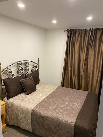 Bedroom #4 with double bed