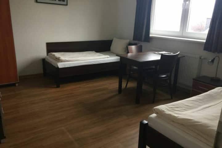 Gemütliches Zweibettzimmer mit eigenem Bad