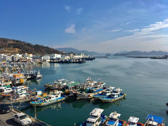 바다 옆 깨끗한 빌라 주택 - Dongho-ro, Tongyeong-si - House