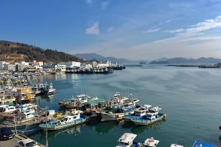바다 옆 깨끗한 빌라 주택 - Dongho-ro, Tongyeong-si