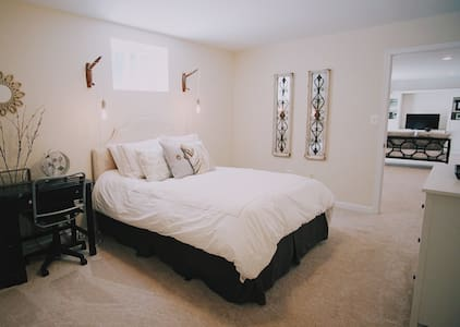 Private Bedroom/Bath/Living Space - Lorton