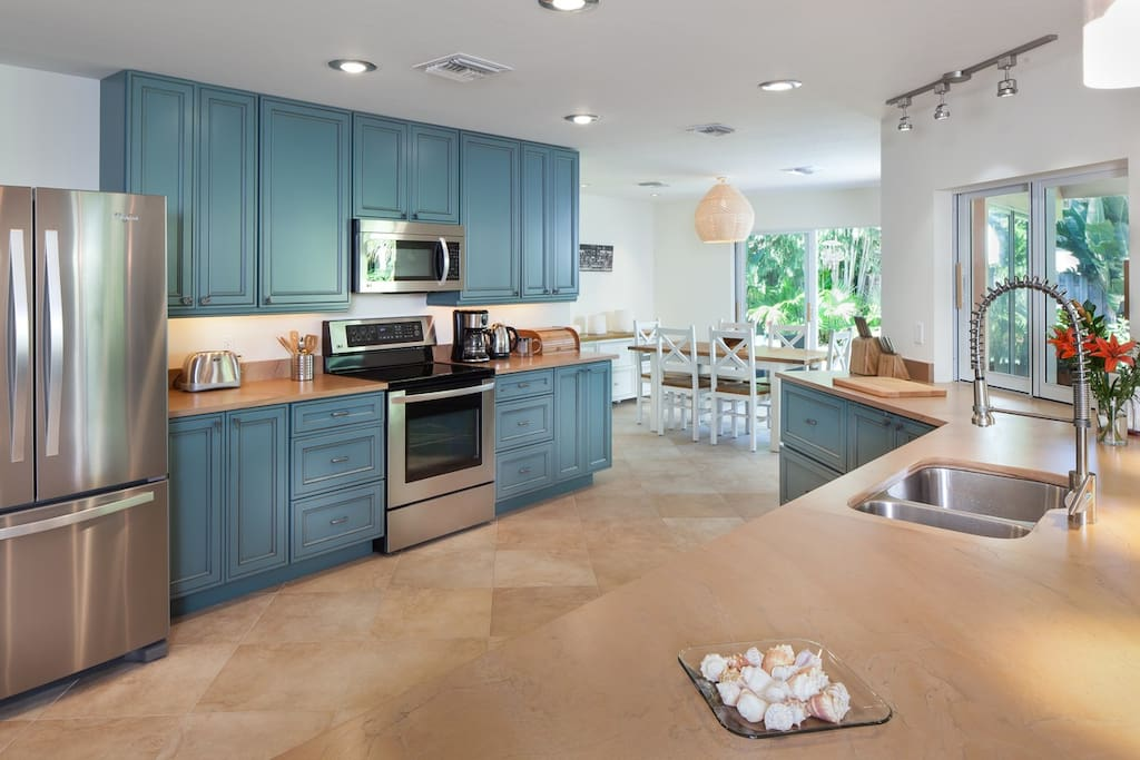 Spacious fully equipped modern kitchen