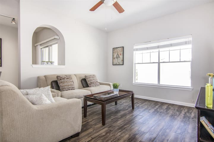 Gorgeous unit in a great location  (4)