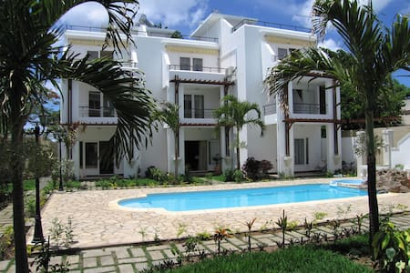 Apartment Opposite The Sea - Trou aux Biches - Apartamento