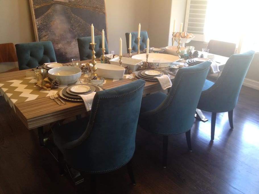 Dining room seats up to 8-10