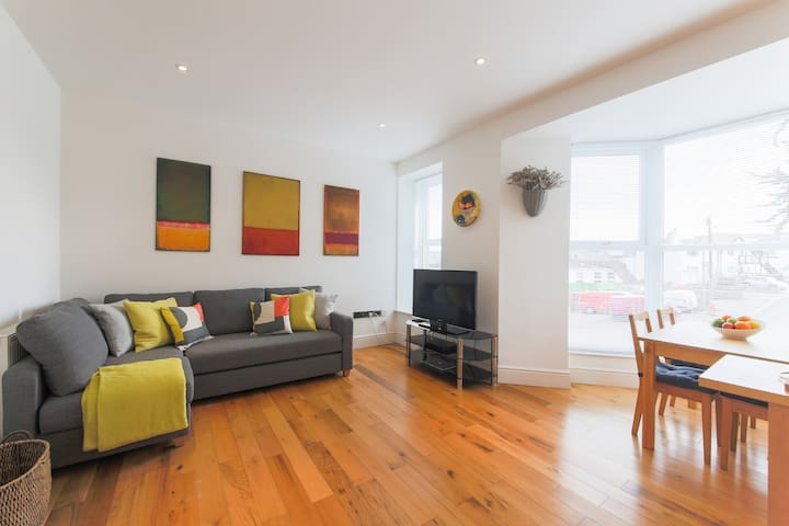 5mins stroll to beach & town with private parking - Saint Ives - Apartemen