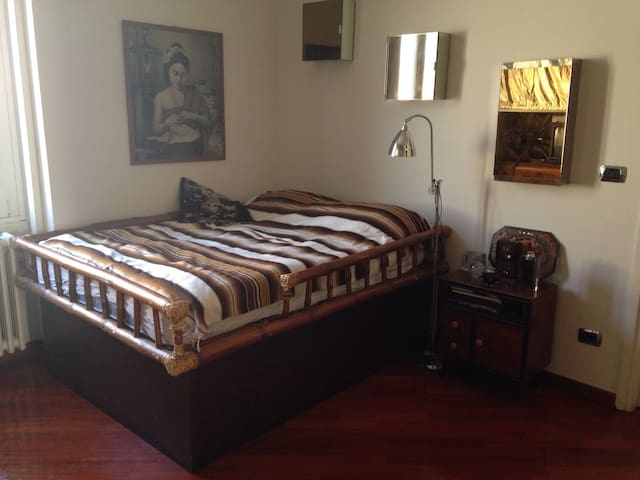 Cozy bedroom, Central Milano, Darsena (Canals)