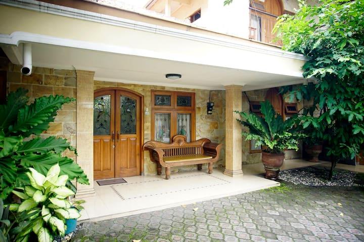 Seturan Homy House - Sleman - House