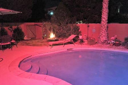 Las Vegas/Henderson Room with private Bath & more - Henderson - Hus